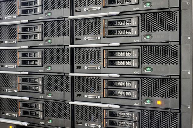 چرا استفاده از سرور رکمونت برای شبکه های گسترده پیشنهاد می شود؟